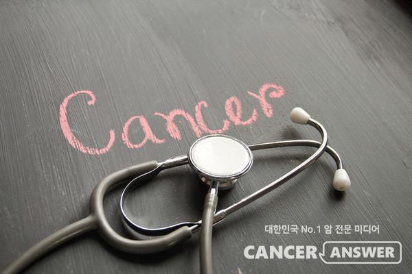 고식적 치료를 할 것인지, 완치를 목표로 근치적 치료를 할 것인지는 환자의 몸상태, 암 종류, 병기를 검토해 결정된다./게티이미지 뱅크