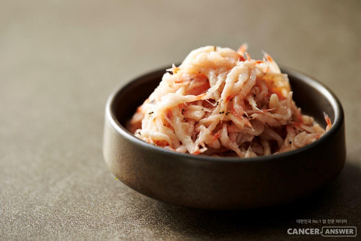 김장의 맛을 내고 위생상태를 좋게 만들어주는 새우젓은 우리몸에 좋은 영양성분을 두루 갖고 있는 건강식품이다. / 게티이미지뱅크